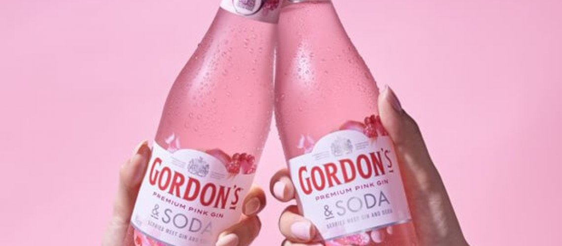 gordons-premium-pink-gin--soda_lifestyle-12